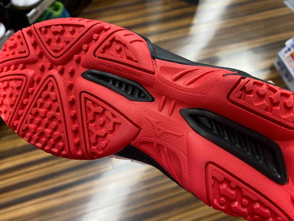 テニスシューズの靴底の画像