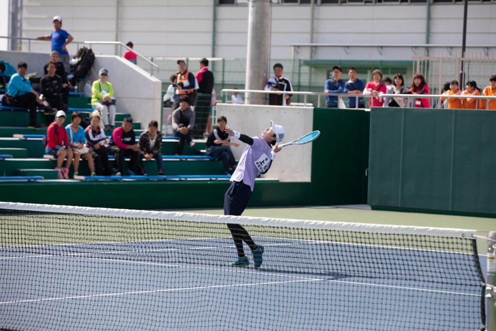 【ソフトテニス】スマッシュで左手を上げて後ろに下がるのって間違ってない?